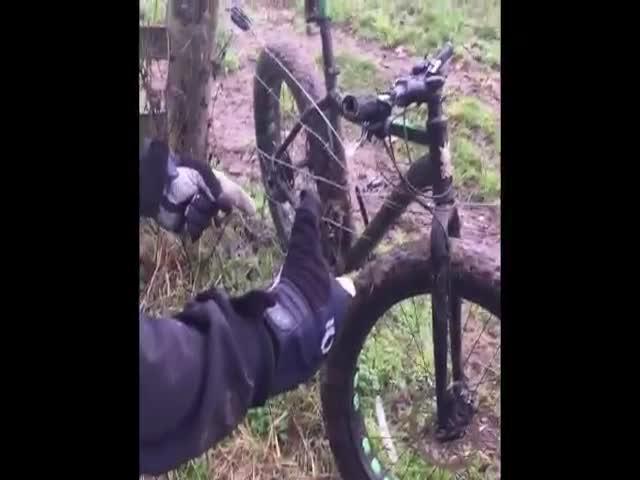 Спасение велосипеда из электрического забора