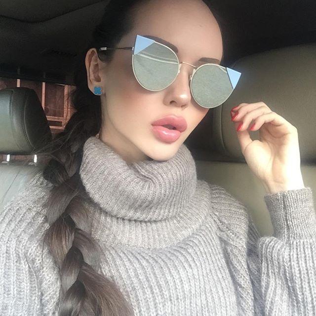 «Казахстанскую Барби» Динару Рахимбаеву раскритиковали за откровенные фото (19 фото)