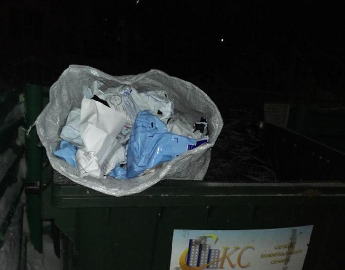 В Новосибирске нашли мешок «Почты России» со вскрытыми посылками (3 фото)