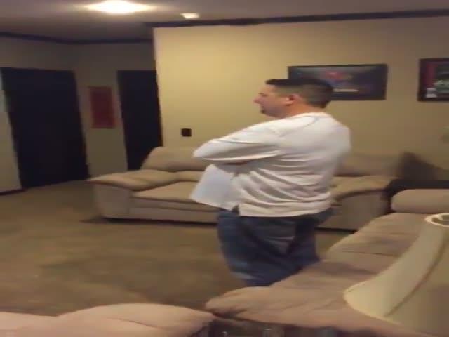 Раздосадованный фанат сломал телевизор