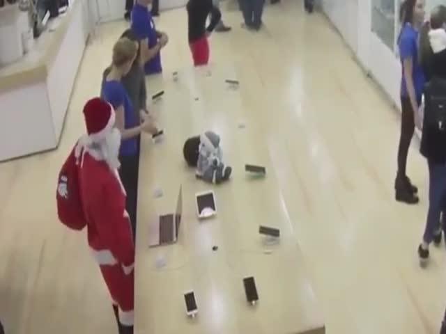 В Тбилиси Санта-Клаус украл ноутбук
