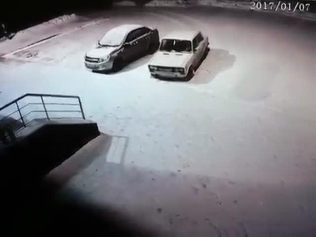 В Старом Осколе нетрезвый мужчина напал на доставщика роллов