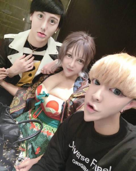 Два китайских «красавчика» и одна «красотка» (5 фото)