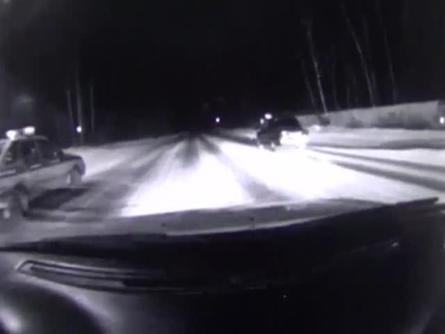 В Челябинской области водитель провез на капоте сотрудника ДПС