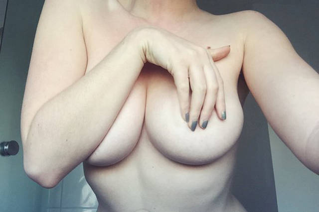 Девушки без бюстгальтеров (51 фото)