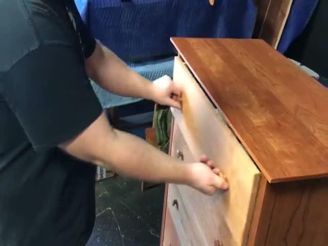 Потайной ящик для хранения оружия