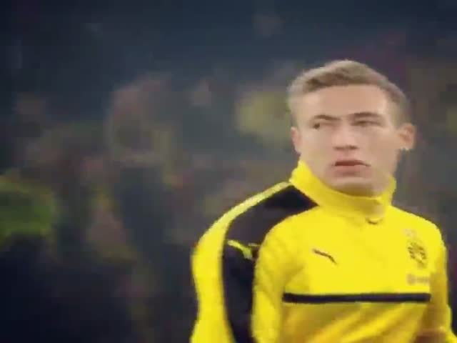 Футболист вернул жвачку себе в рот