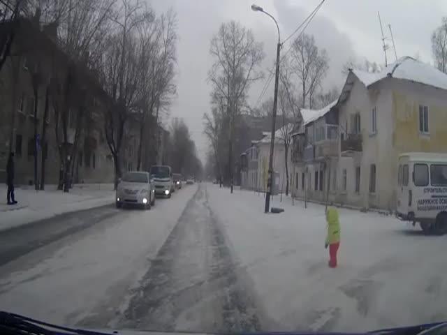Хабаровские автомобилисты спасли ребенка