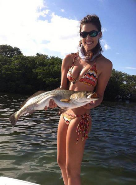 Девушки, обожающие рыбалку (45 фото)