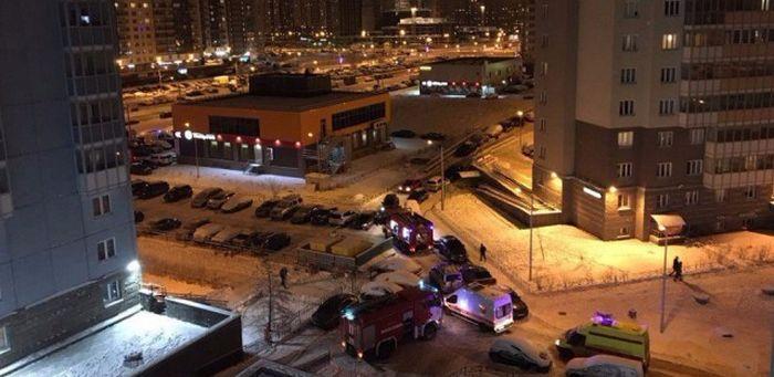 В Санкт-Петербурге девушка за рулем Lexus не пропустила пожарных и скорую (6 фото)