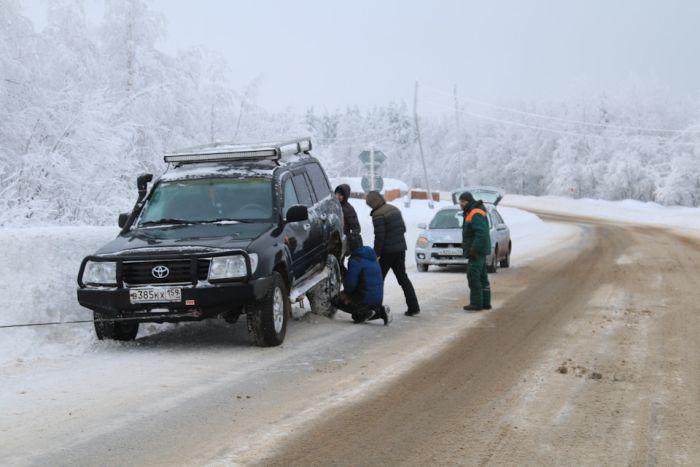 Как путешественники помогают друг другу на дорогах (13 фото)
