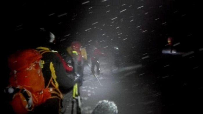 В Италии лавина накрыла отель (7 фото + видео)