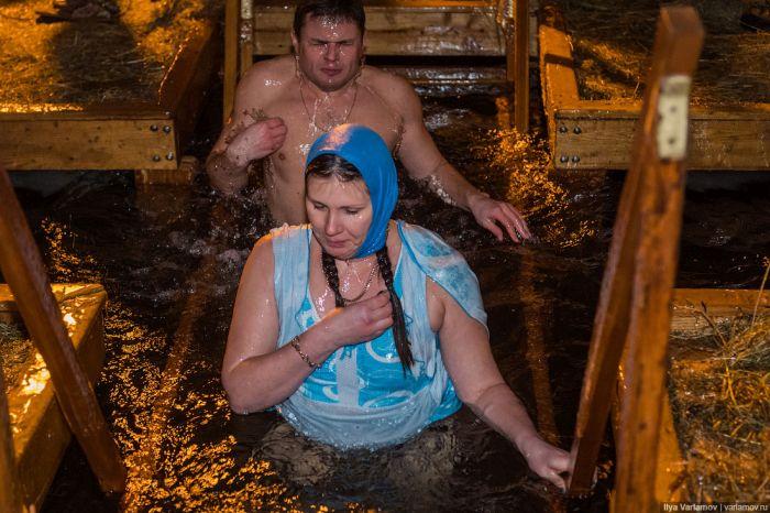 Крещенские купания в Москве на Дворцовом пруду (28 фото)