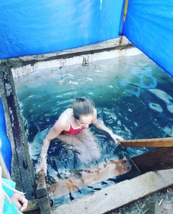 Крещенские купания православных красавиц (39 фото)