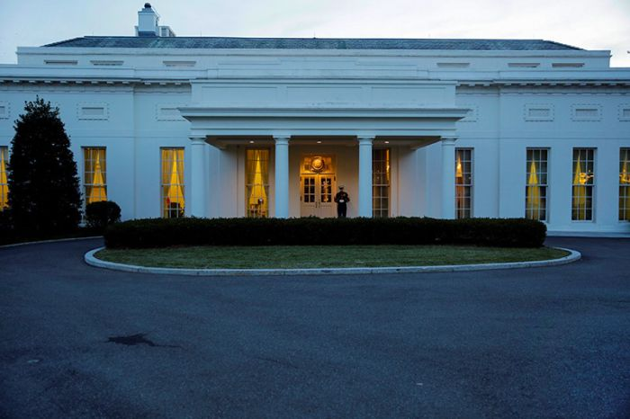 Из Белого дома вывезли личные вещи Барака Обамы (5 фото)