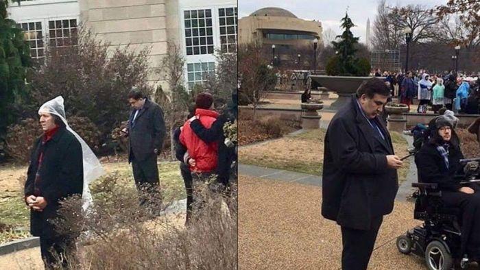 Саакашвили в кустах на инаугурации Трампа (2 фото)