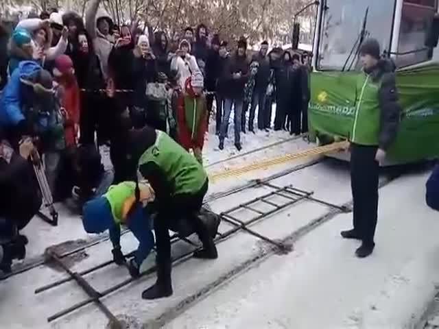 Оксана Кошелева сдвинула с места трамвай с пассажирами