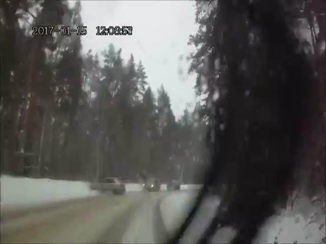 Водитель смешно прокомментировал занос на дороге