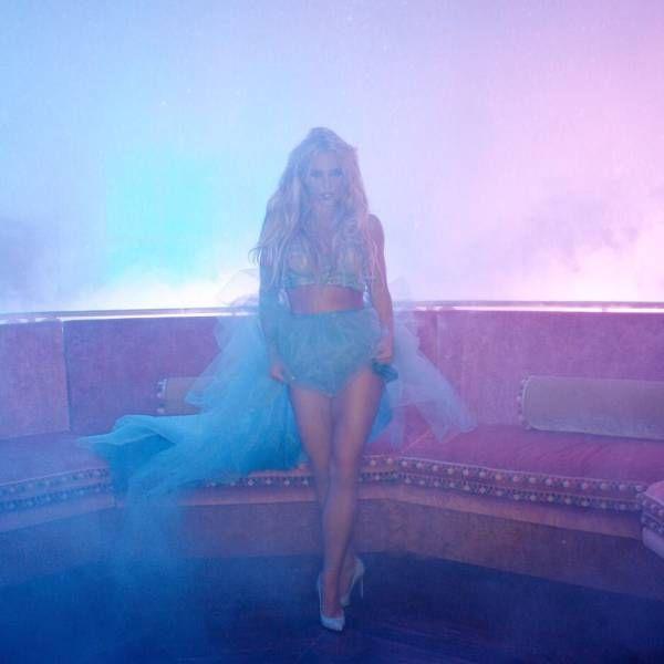 Бритни Спирс всерьез взялась за свою фигуру (16 фото)