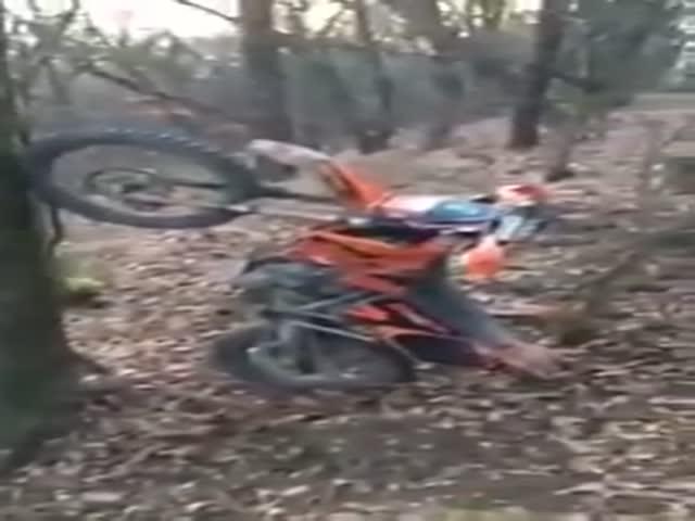 Эффектная парковка мотоцикла