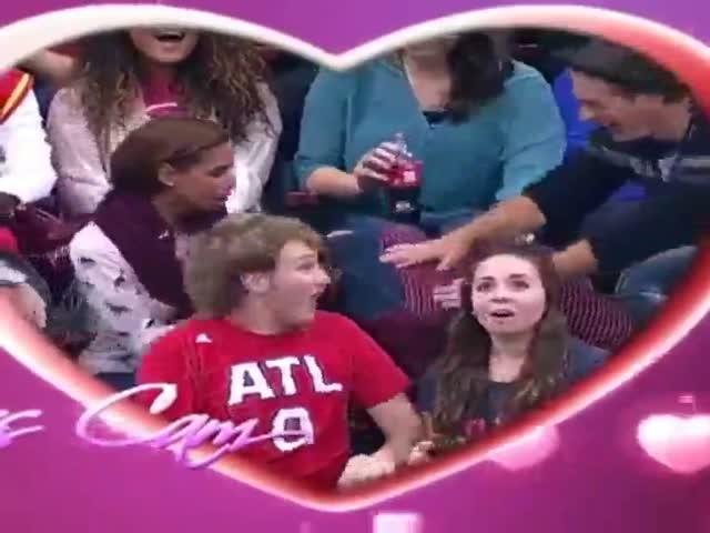 Камера поцелуев сняла неудачное предложение руки и сердца