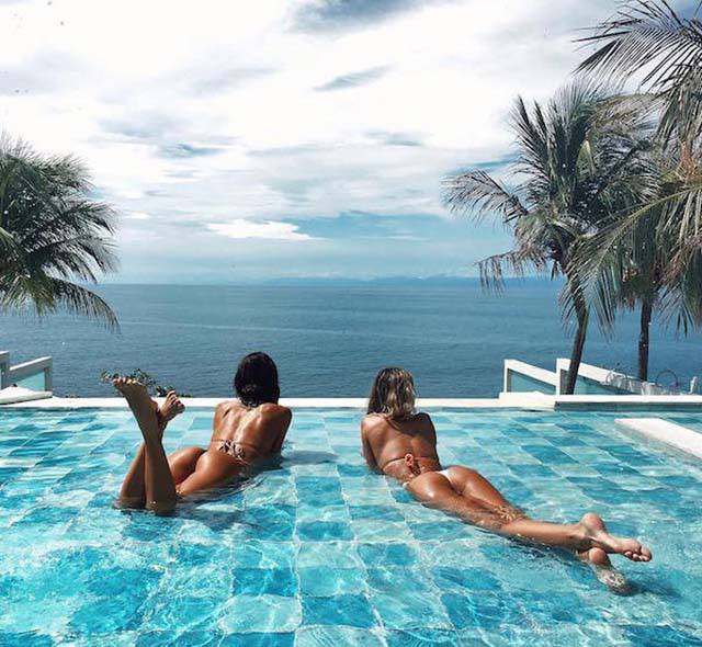 Девушки купаются (40 фото)