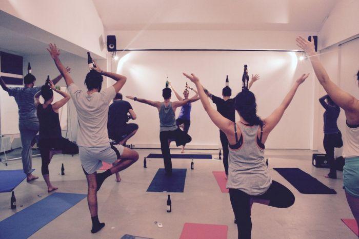 «Пивная йога» становится все более популярной и распространенной (10 фото)