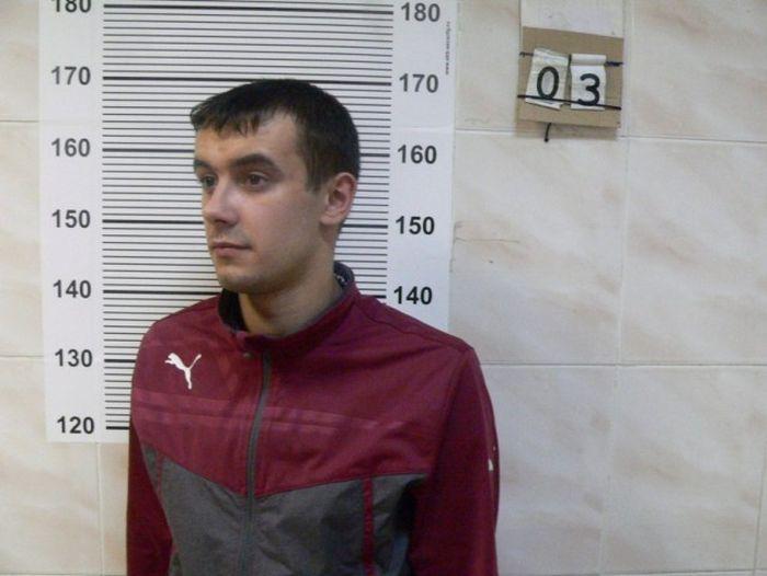 В Екатеринбурге задержали молодых людей, ограбивших квартиру 90-летнего ветерана ВОВ (3 фото)