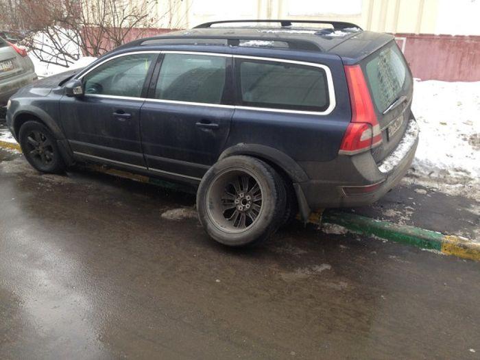 Неудачная попытка кражи колес (13 фото)