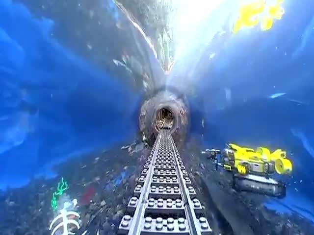 Железная дорога, проложенная через аквариум