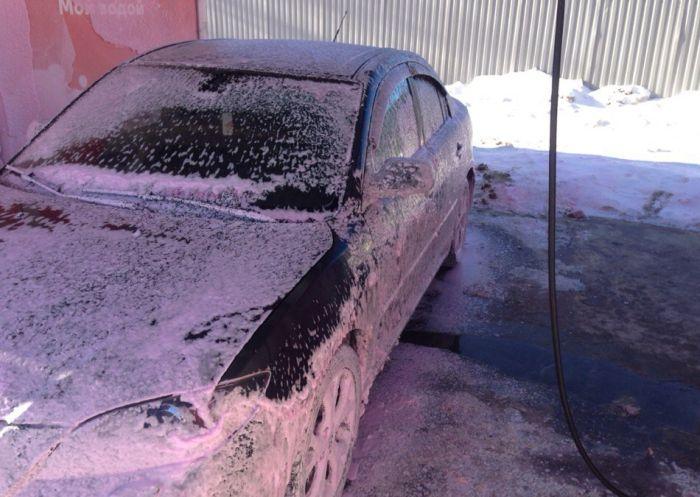 Помыл машину в мороз (2 фото)