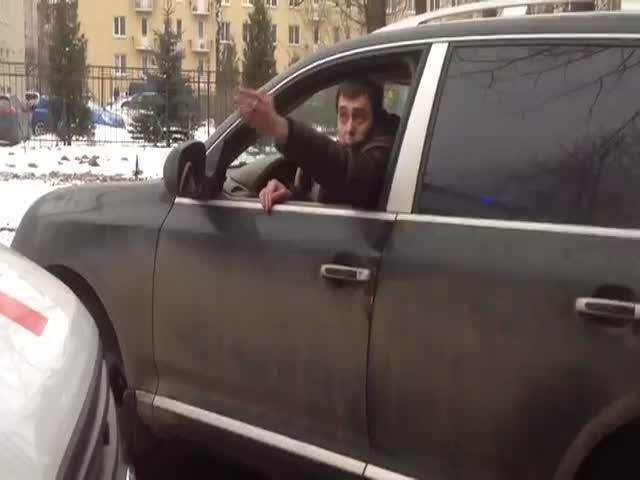 В Санкт-Петербурге водитель преградил дороге скорой помощи