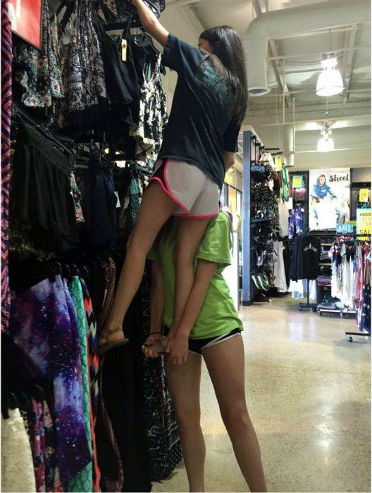 Трудности девушек невысокого роста (17 фото)