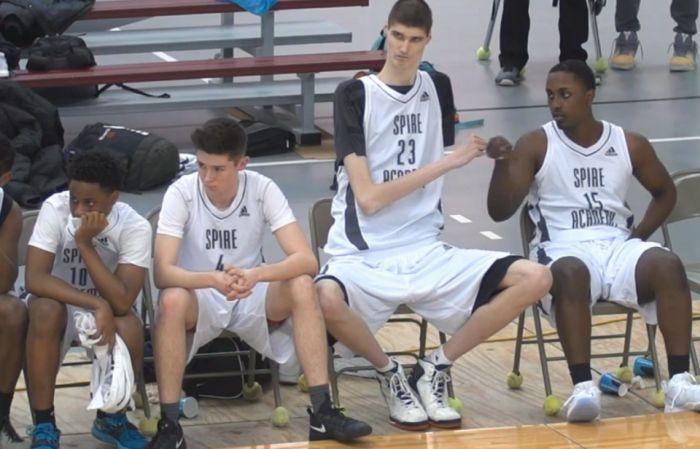 16-летний баскетболист может стать самым высоким профессиональным игроком в истории NBA (5 фото)