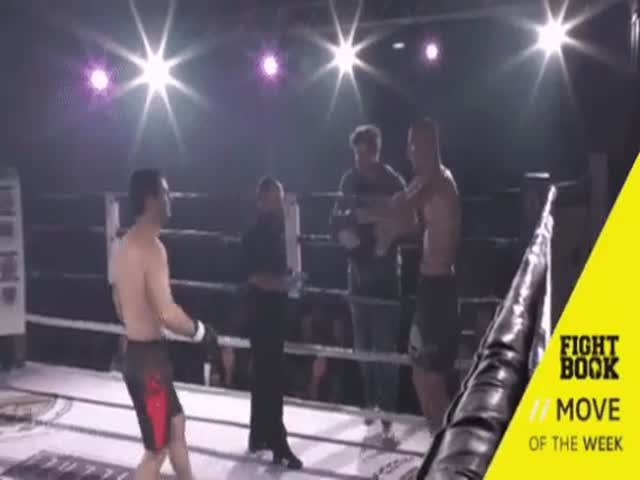 Боец помог своему сопернику