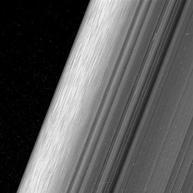 Кольца Сатурна в максимальном разрешении (4 фото)