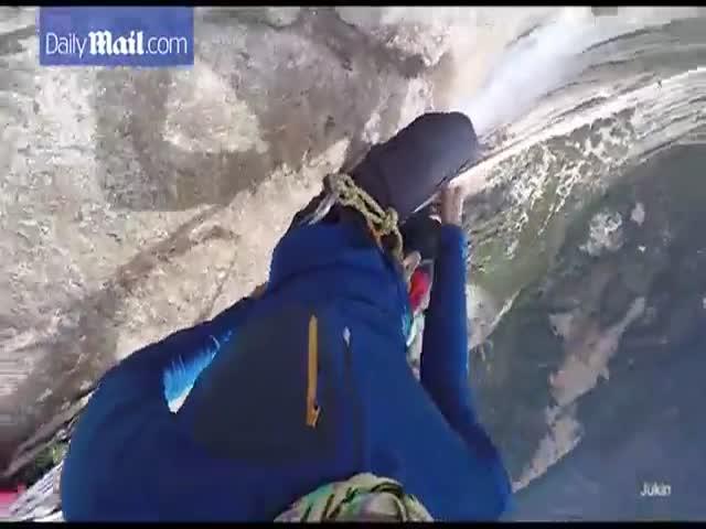Канатоходец прошел над водопадом парка Йосемити