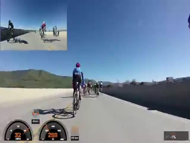 Массовый завал на велогонке в Санта-Барбаре