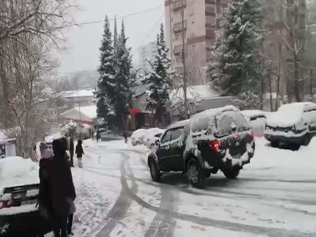 Гололед и снегопад привели к многочисленным ДТП в Сочи
