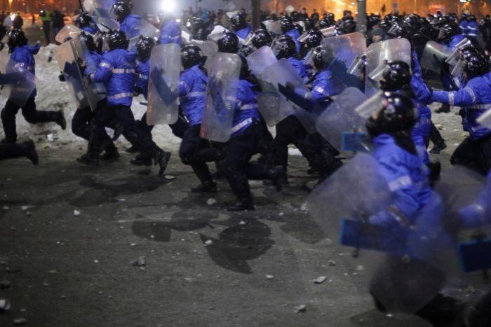 В Румынии протестуют против снятия обвинений с коррумпированных чиновников (7 фото)