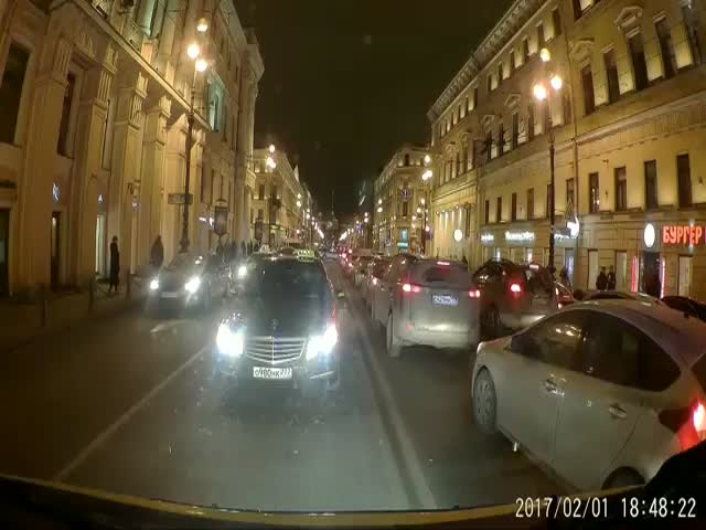 В Санкт-Петербурге таксист демонстративно не пропустил скорую помощь