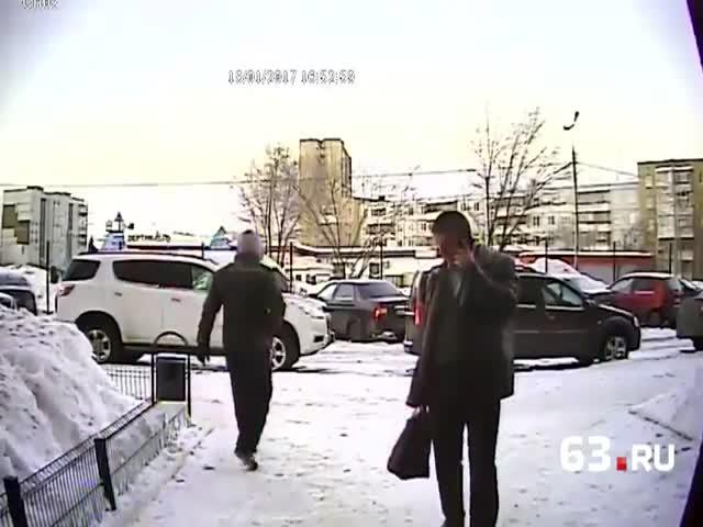 В Тольятти парень с молотком набросился на мужчину