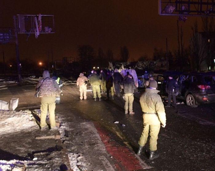 Мощный взрыв и обстрел Донецка (10 фото + 3 видео)