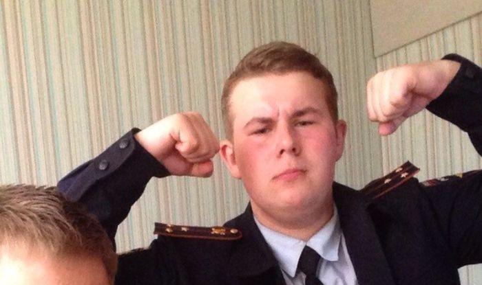 17-летний москвич в течение года выдавал себя за полицейского (2 фото)