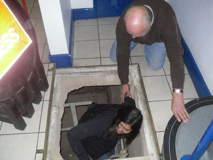 Заброшенный паб под торговым центром (11 фото)