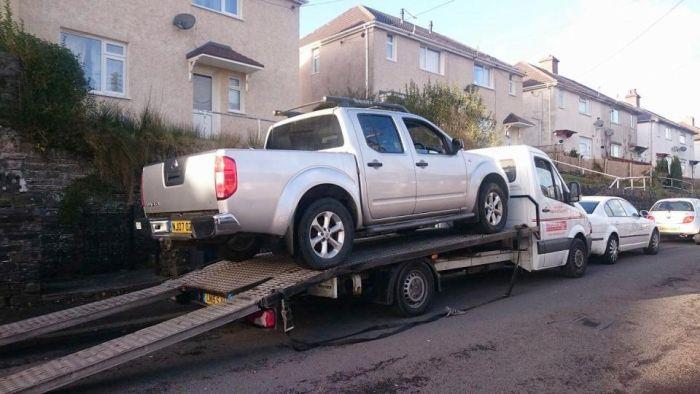 Британцы требуют отзыва ломающегося пополам пикапа Nissan Navara (10 фото)