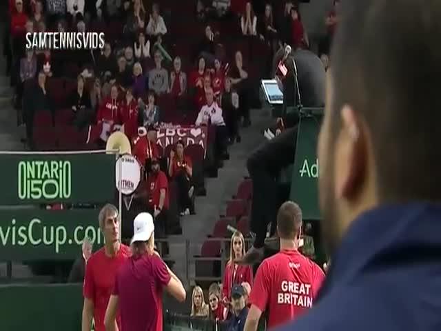 Канадский теннисист Денис Шаповалов травмировал главного судью в матче Кубка Дэвиса