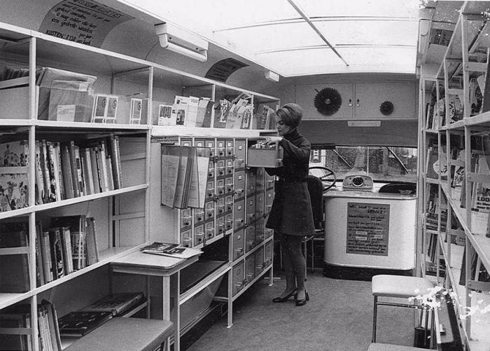 Мобильные библиотеки прошлых лет (28 фото)