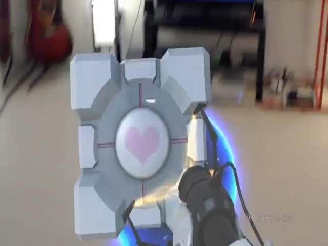 Пушка из игры Portal для очков смешанной реальности