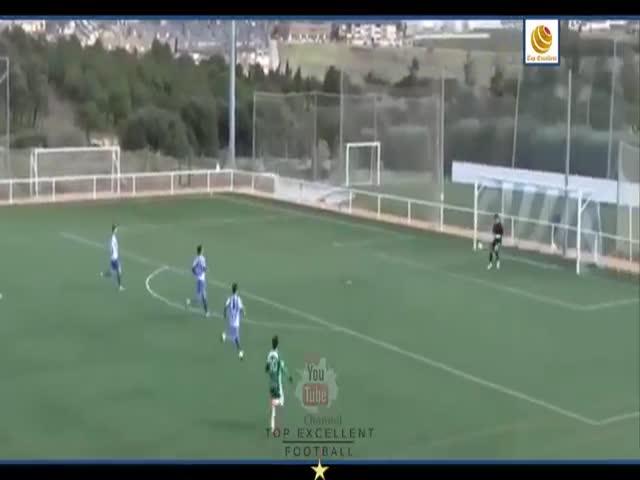 Испанский вратарь забил гол ударом от своих ворот